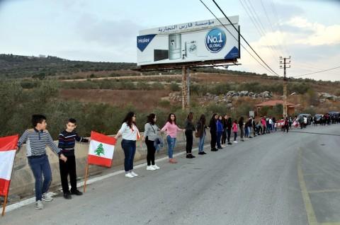 Demonstran Lebanon Bentuk 'Rantai Manusia' Sepanjang 170 KM