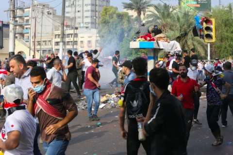 Ribuan Warga Irak Menentang Tindakan Keras Pemerintah