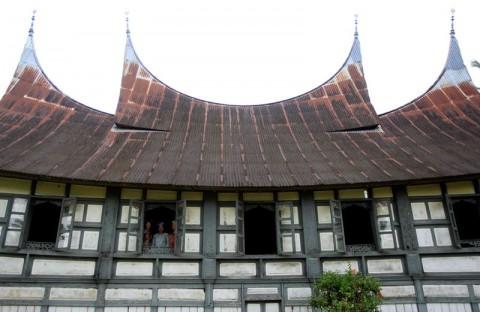 Mengenal Rumah Tahan Gempa Asli Indonesia