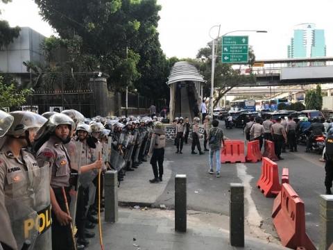 500 Personel Jaga Demo Buruh di Balai Kota