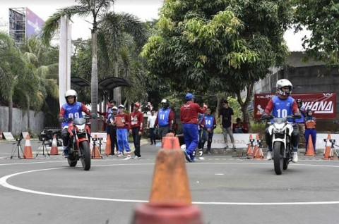 Edukasi Safety Riding Blogger dan Vlogger Lewat Gymkhana Battle
