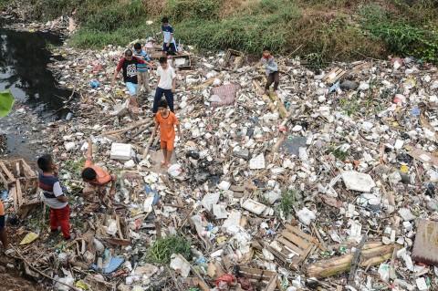 Sampah Kembali Penuhi Kali Jambe Bekasi
