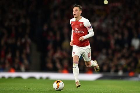 Oezil Berpeluang Kapteni Arsenal Lawan Liverpool