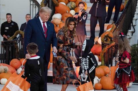 Halloween Ala Trump dan Meliana di Gedung Putih