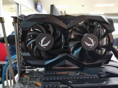 Zotac Gaming GeForce GTX 1660 SUPER Twin Fan, Bodi Kecil Kemampuan Ultra