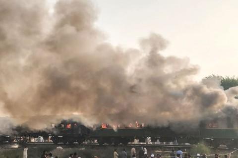 Kebakaran KA Penumpang di Pakistan Tewaskan 65 Orang