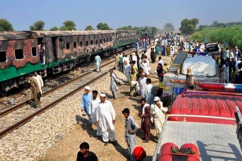 Korban Tewas Kereta Terbakar di Pakistan Menjadi 71 Jiwa