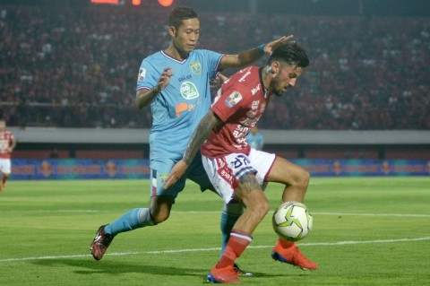 Persela Paksa Imbang 10 Pemain Bali United