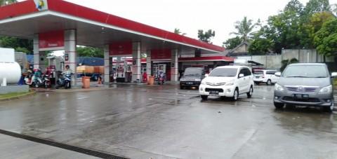 Pasokan Solar Terbatas, Truk Antre Panjang di SPBU Makassar