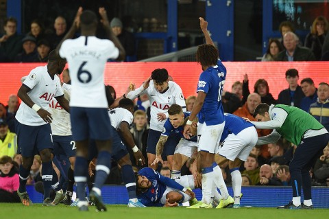 Laga Everton Vs Tottenham Diwarnai Andre Gomes Patah Kaki
