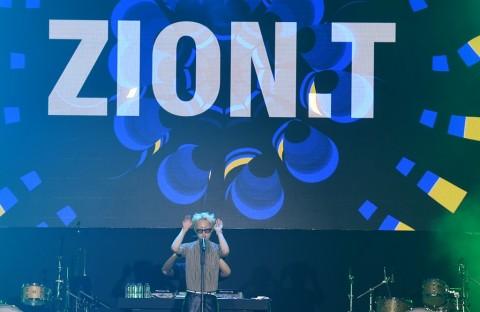 Zion T Emosional Penggemarnya di Indonesia Minta Encore