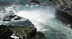 Karam Seabad, Kapal di Air Terjun Niagara Bergerak