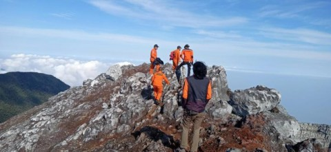 Jenazah Pendaki Gunung Dempo Dievakuasi
