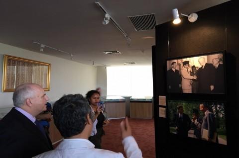 Deretan Foto Kedekatan Indonesia-AS Dipamerkan di Perpusnas