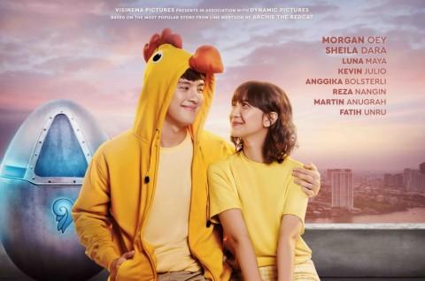 Kemesraan Morgan Oey dan Sheila Dara di Poster Film Eggnoid