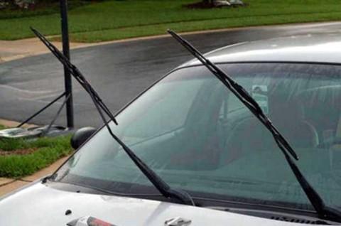 Trik Mudah Menghilangkan Karet Wiper Mobil Berdecit