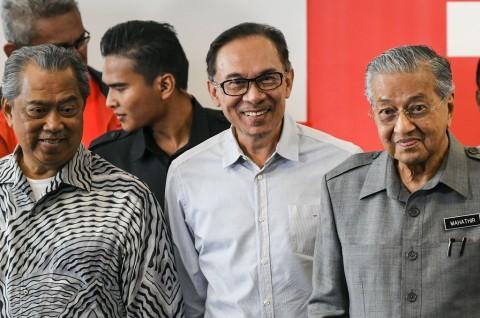 Mahathir Pastikan Jabatan PM ke Tangan Anwar Ibrahim