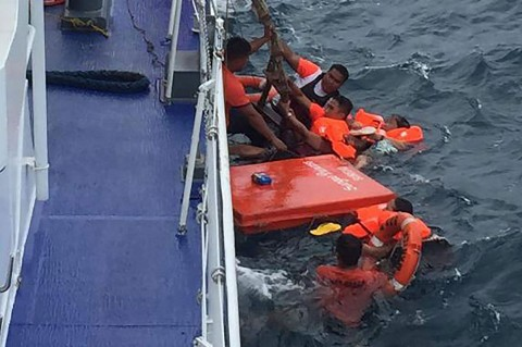 Puluhan Orang Diselamatkan Setelah Feri Filipina Tenggelam