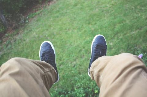 Padu Padan Celana Denim dan Sepatu untuk Segala Acara