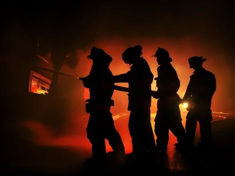 22 Unit Damkar Dikerahkan Atasi Kebakaran di Tambora