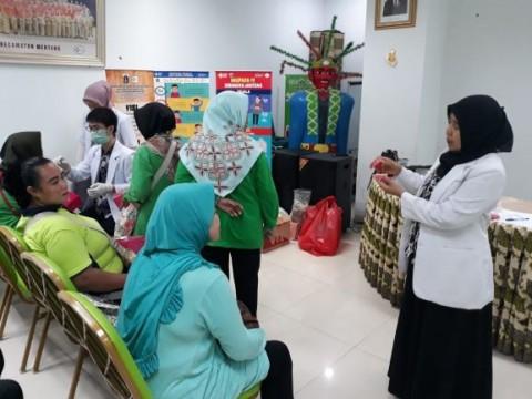 UI Mengedukasi Gigi Tiruan untuk Lansia Jakarta