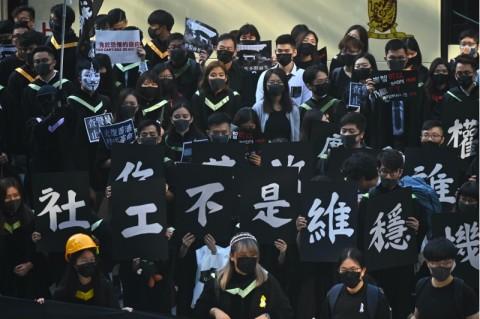 Jatuh saat Protes, Mahasiswa Hong Kong Meninggal