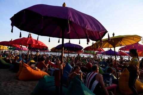 Pantai Double Six, Tempat Wisatawan Nikmati Matahari Terbenam