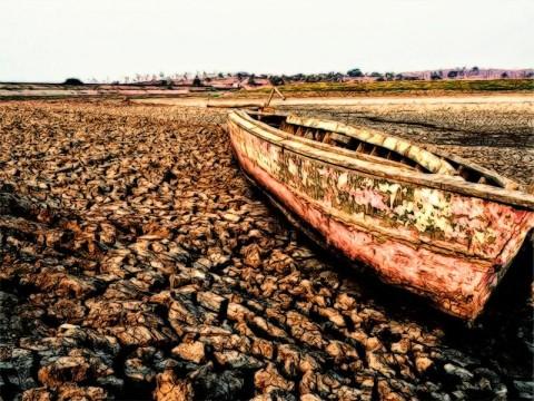 BPBD Salurkan 160 Juta Liter Air ke-622 Desa Kekeringan di Jatim