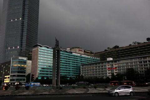 Jakarta Berawan di Akhir Pekan