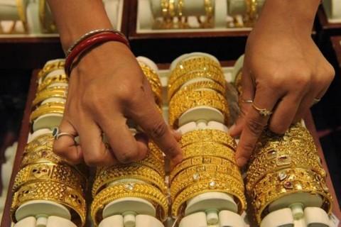 Harga Emas Dunia Lesu