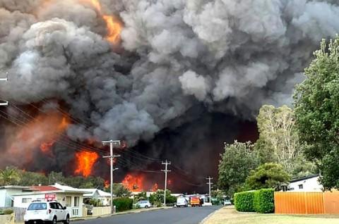 Kebakaran Hutan Australia Tewaskan 2 Orang