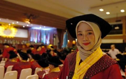 Wisudawati Terbaik Unpad, Lulus Sarjana dalam Tiga Tahun