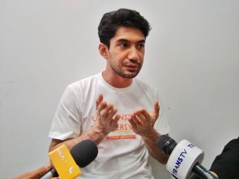 Dua Sosok Pahlawan Perfilman bagi Reza Rahadian