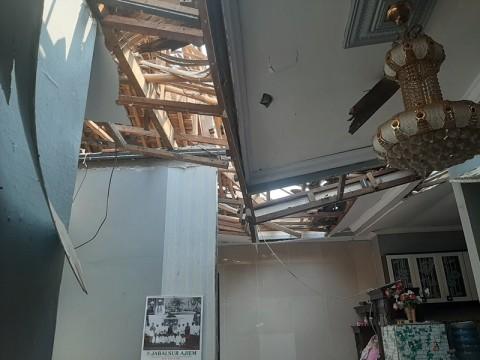 Renovasi Enam Rumah Tertimpa Tower Rampung Dua Bulan