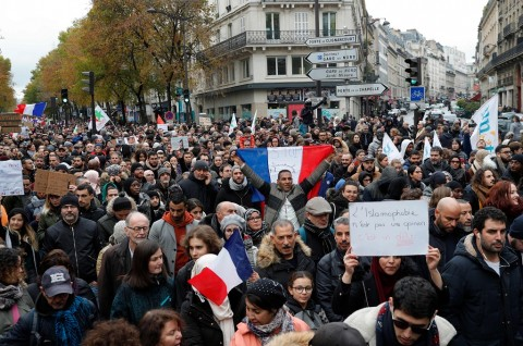 10 Ribu Orang di Paris Berdemo Menentang Islamofobia