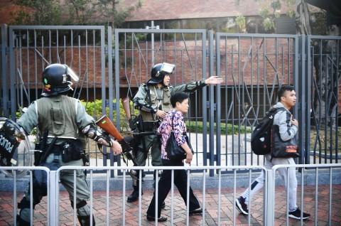 Polisi Hong Kong Tembak Demonstran di Bagian Dada