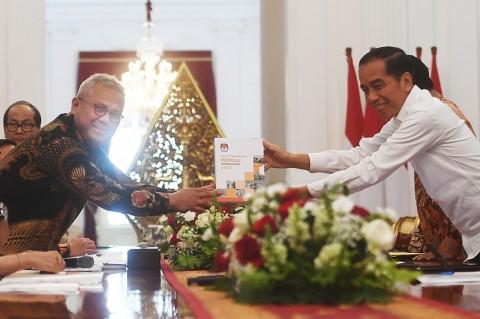 KPU Serahkan Evaluasi Pemilu Serentak 2019 ke Presiden