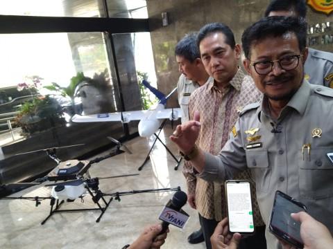Yasin Limpo Pakai <i>Drone</i> untuk Memetakan Pertanian