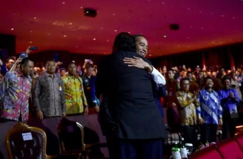 Jokowi: Pelukan Pak Surya Lebih Erat