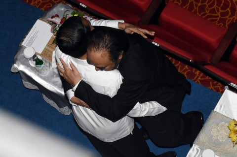Momen Jokowi Peluk Erat Surya Paloh