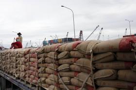 Bos Semen Indonesia <i>Curhat</i> Kelebihan Kapasitas Produksi Semen