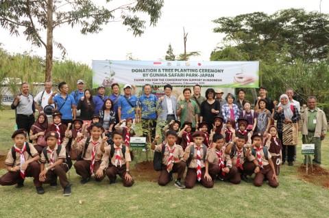 Masyarakat Jepang Hijaukan Istana Panda Indonesia