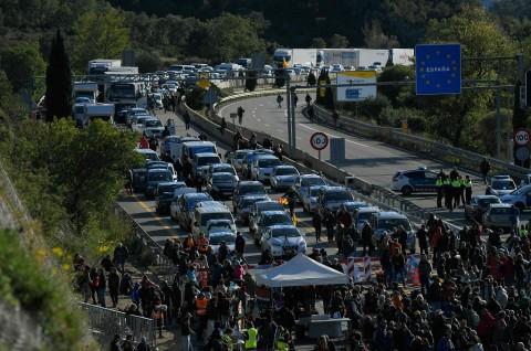 Separatis Catalonia Blokade Jalan Penghubung Spanyol-Prancis