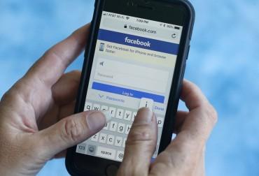 Facebook Pantau Penggunanya iPhone via Kamera Depan?