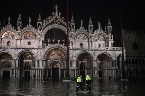 Venesia Dilanda Banjir Terbesar dalam 50 Tahun
