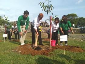 Hijaukan Candi, Aksi Tanam Pohon Terus Dilakukan