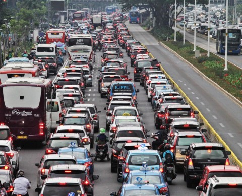 Kendaraan di Jakarta Hanya Bisa Lari 22 Km per Jam