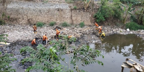330 Ton Sampah Diangkut dari Kali Jambe Bekasi