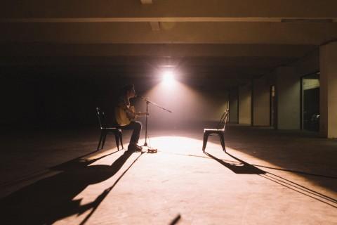Lagu Help You Out Ungkap Cerita Pilu Aldrian Risjad Bersama Ayah