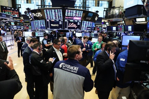 Wall Street Merekah, Dow Jones Melesat 222 Poin